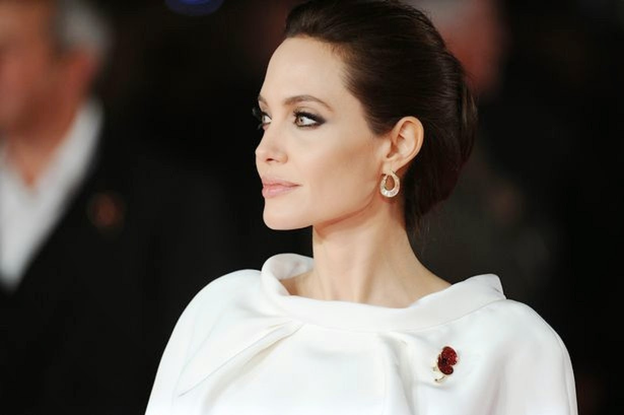 Angelina-Jolie-seen-arriving-at-the-UK-Premiere-of-Unbroken
