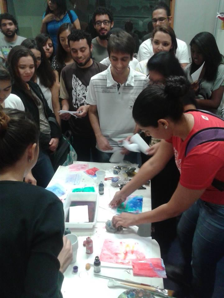 Alunos participam da atividade da oficina de conegrafia e direção de arte