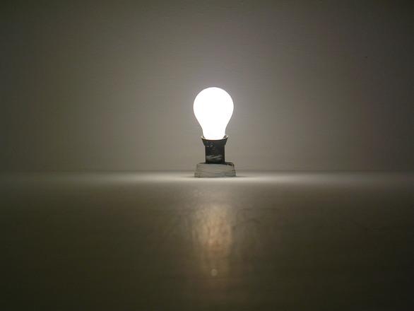 bulb-ceiling-1495505